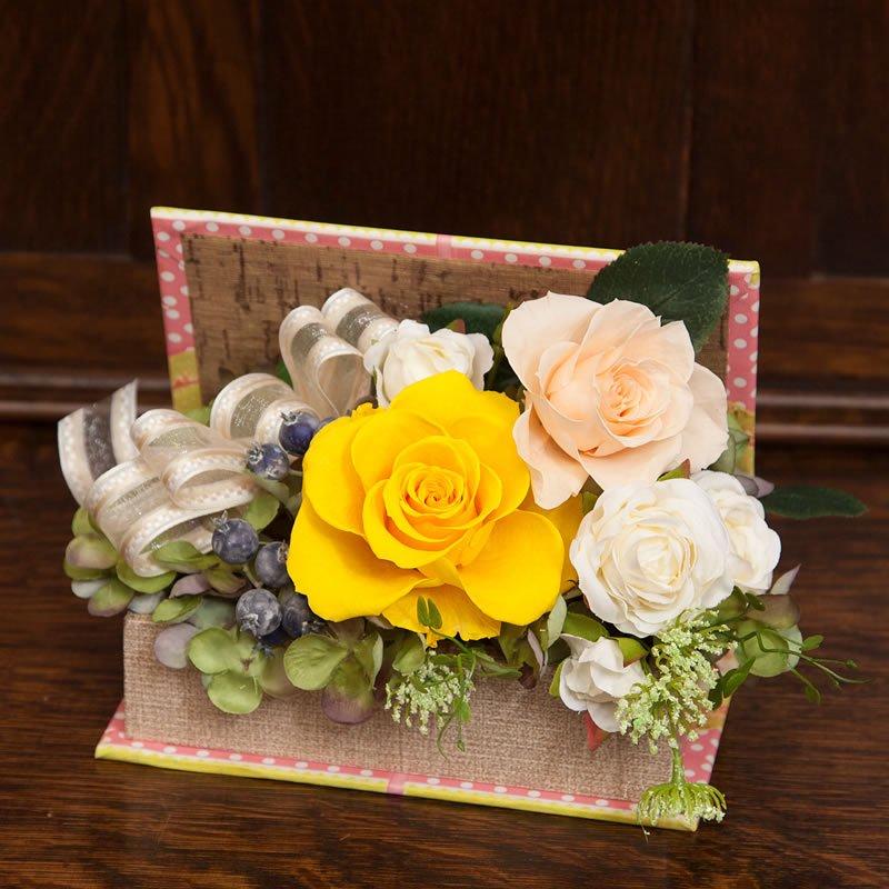 黄色いバラのプリザーブドフラワーのブック型フラワーアレンジメント-黄色