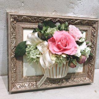 相澤紀子オリジナル フレームフラワー「花絵」ピンクのバラの壁掛けアレンジ
