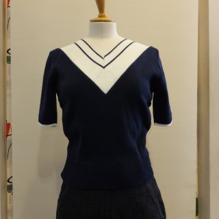 <img class='new_mark_img1' src='//img.shop-pro.jp/img/new/icons41.gif' style='border:none;display:inline;margin:0px;padding:0px;width:auto;' />V Neck Sweater