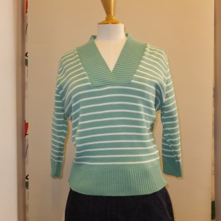 <img class='new_mark_img1' src='//img.shop-pro.jp/img/new/icons41.gif' style='border:none;display:inline;margin:0px;padding:0px;width:auto;' />V Neck Striped Sweater
