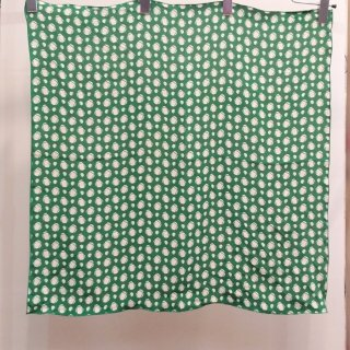 <img class='new_mark_img1' src='//img.shop-pro.jp/img/new/icons6.gif' style='border:none;display:inline;margin:0px;padding:0px;width:auto;' />Emerald Crepe Scarf