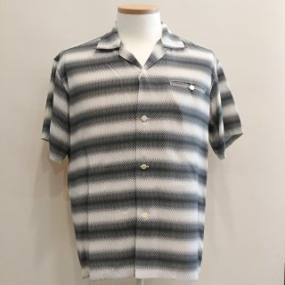 <img class='new_mark_img1' src='//img.shop-pro.jp/img/new/icons6.gif' style='border:none;display:inline;margin:0px;padding:0px;width:auto;' />Gradation Stripe Short Sleeve Shirt