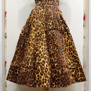 <img class='new_mark_img1' src='//img.shop-pro.jp/img/new/icons6.gif' style='border:none;display:inline;margin:0px;padding:0px;width:auto;' />Into The Jungle Leopard Bettie Skirt