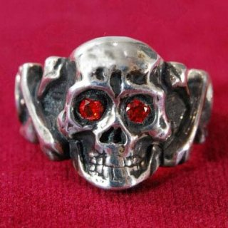 <img class='new_mark_img1' src='//img.shop-pro.jp/img/new/icons6.gif' style='border:none;display:inline;margin:0px;padding:0px;width:auto;' />Sparkle Eyes Skull Ring SILVER