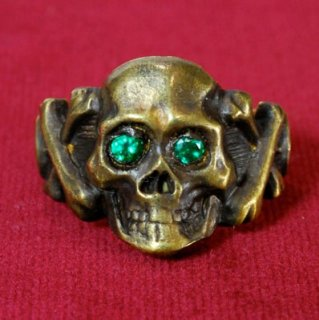 <img class='new_mark_img1' src='//img.shop-pro.jp/img/new/icons6.gif' style='border:none;display:inline;margin:0px;padding:0px;width:auto;' />Sparkle Eyes Skull Ring BRASS