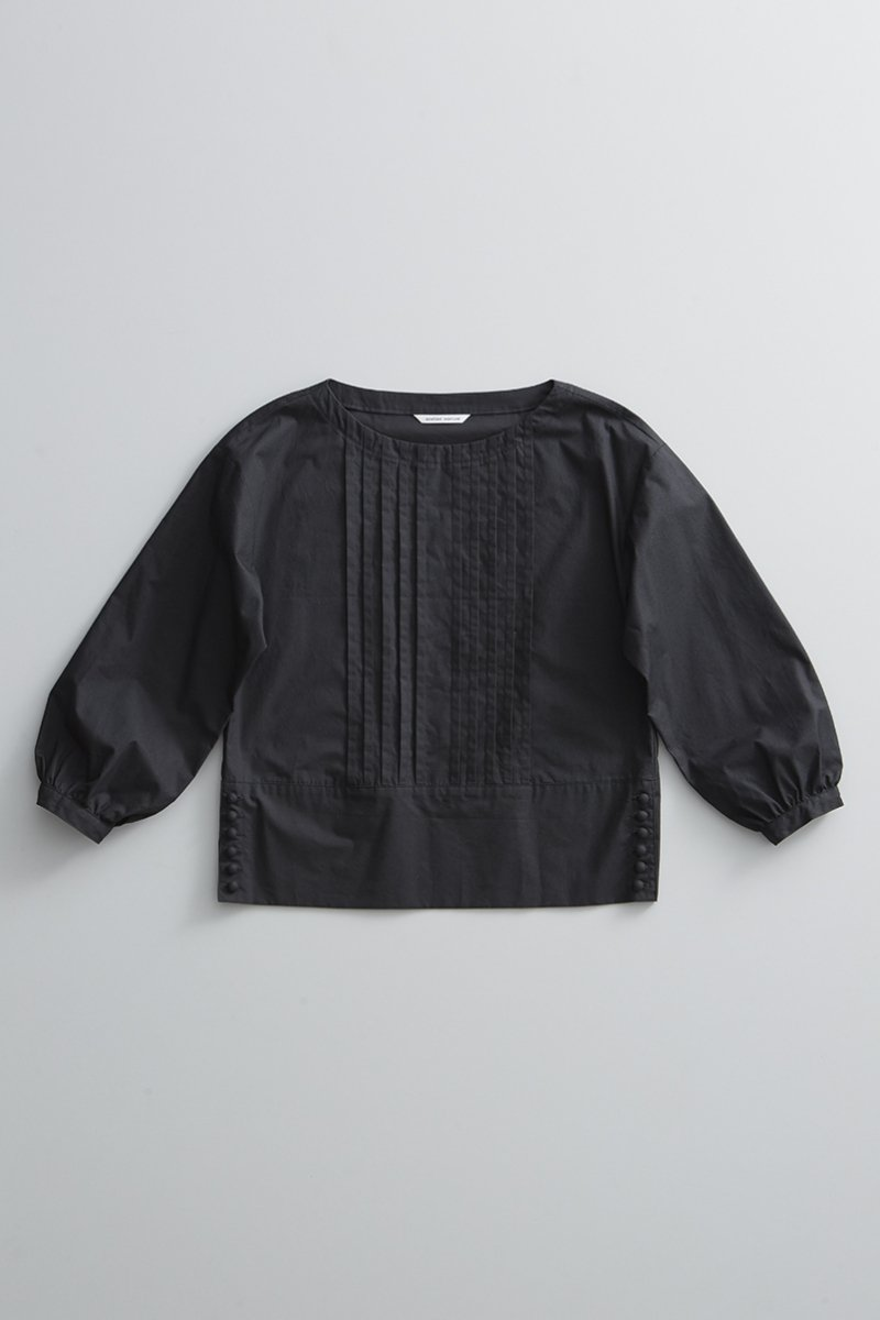 cotton typewriter tuck blouse / black