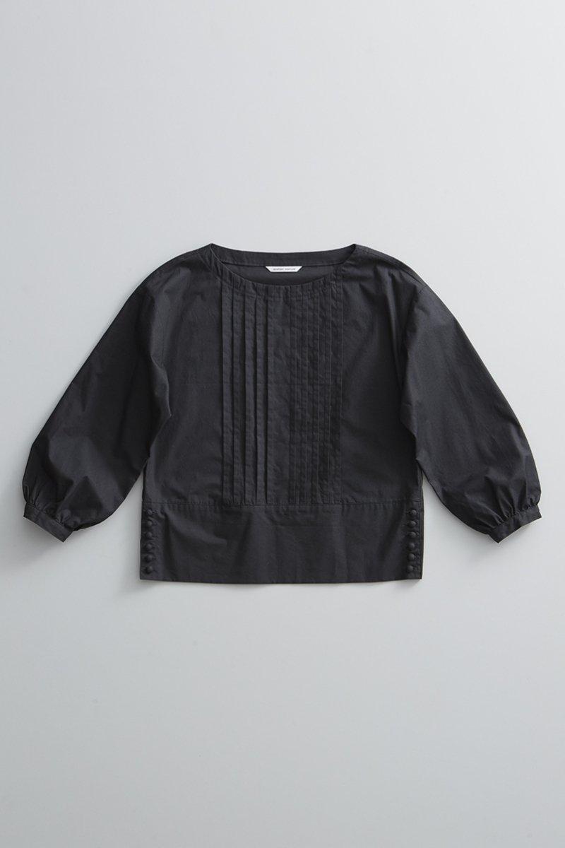 cotton typewriter tuck blouse / black