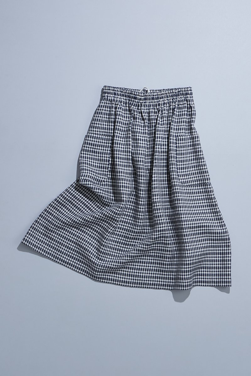 linen patch pocket skirt / navy check