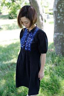 北欧ヴィンテージ/ワンピース/ブラック×ブルー刺繍【ヨーロッパ古着】