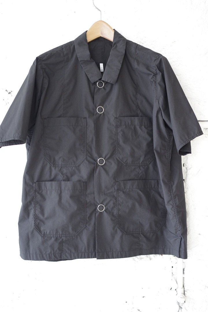 FIRMUM S8-FR222S5 60/-ポリエステルコットン タイプライターS/Sシャツ [BLACK]
