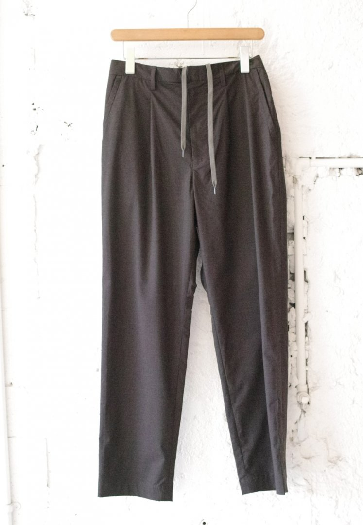 A VONTADE VTD-0404-PT 1TUCK TAPERED TROUSERS [CHARCOAL]