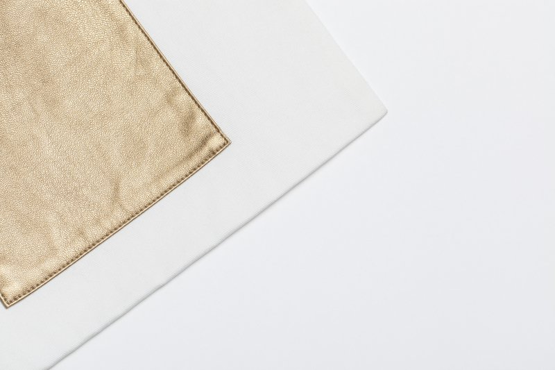 THE GYF LOGO SQUARE TOTE BAG GOLD<img class='new_mark_img2' src='https://img.shop-pro.jp/img/new/icons21.gif' style='border:none;display:inline;margin:0px;padding:0px;width:auto;' />