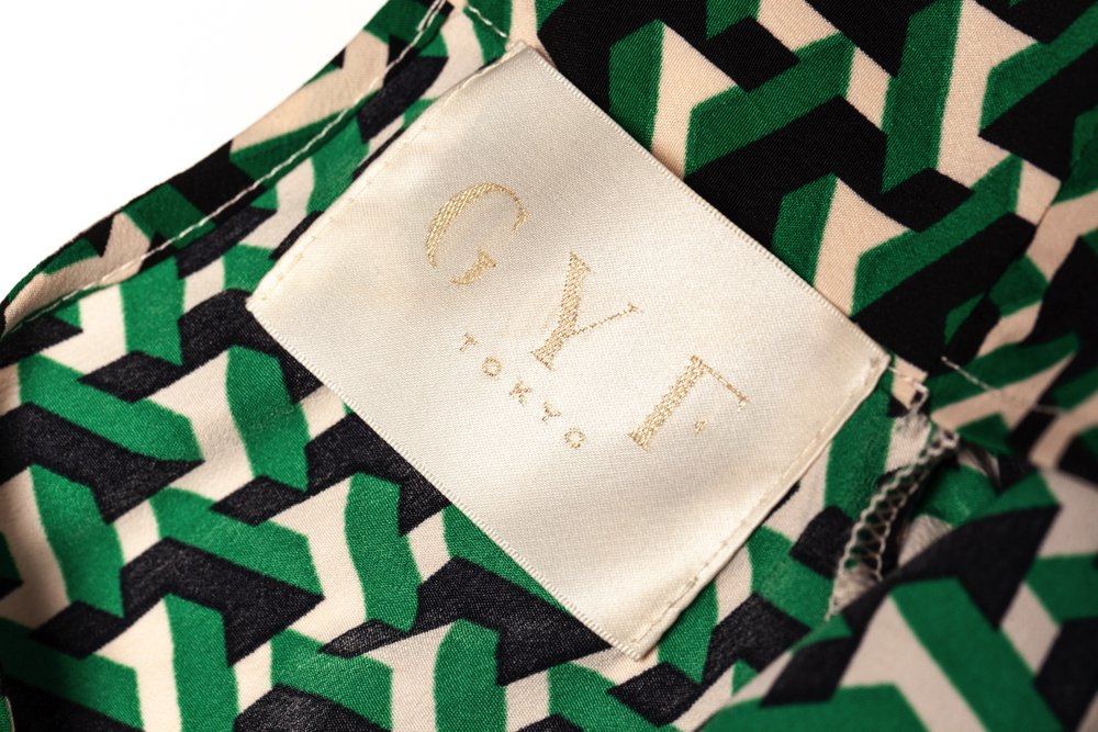 THE GEOMETRIC PATTERN BACK RIBBON TOPS (GREEN)
