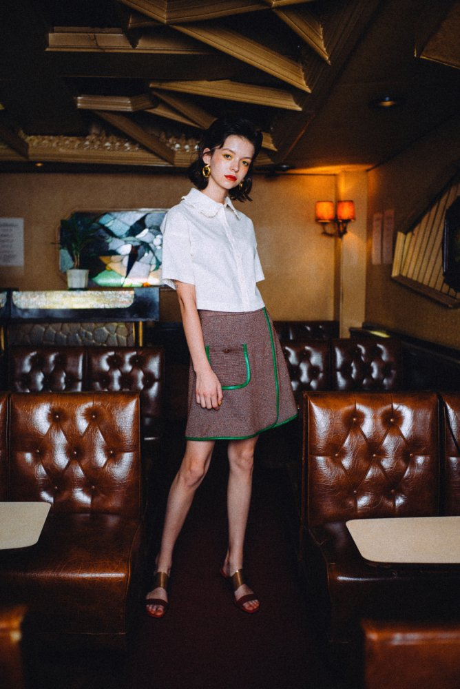 THE PLEATED COLLAR CROPPED LENGTH SHIRT