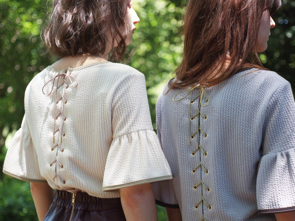THE  LACE UP FRILL SLEEVE TOPS (OFF-WHITE)