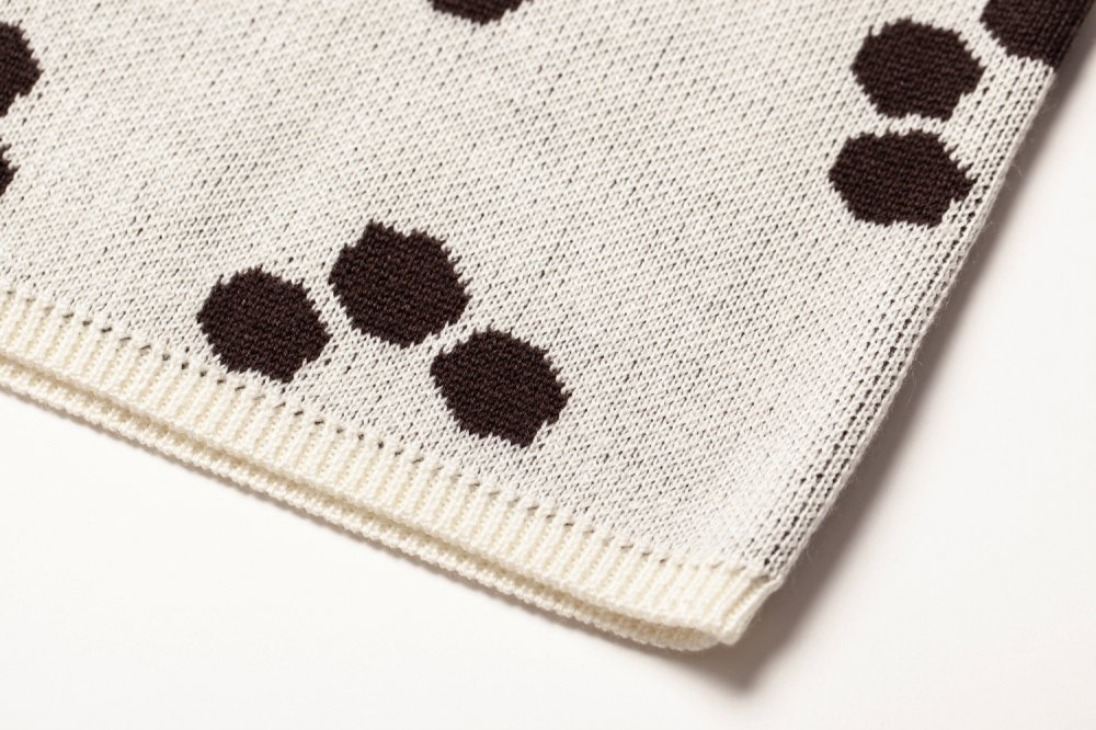 THE RETRO TILE MOTIF OFF-SHOLDER SHIRT SLEEVE KNIT (WHITE) <img class='new_mark_img2' src='https://img.shop-pro.jp/img/new/icons21.gif' style='border:none;display:inline;margin:0px;padding:0px;width:auto;' />