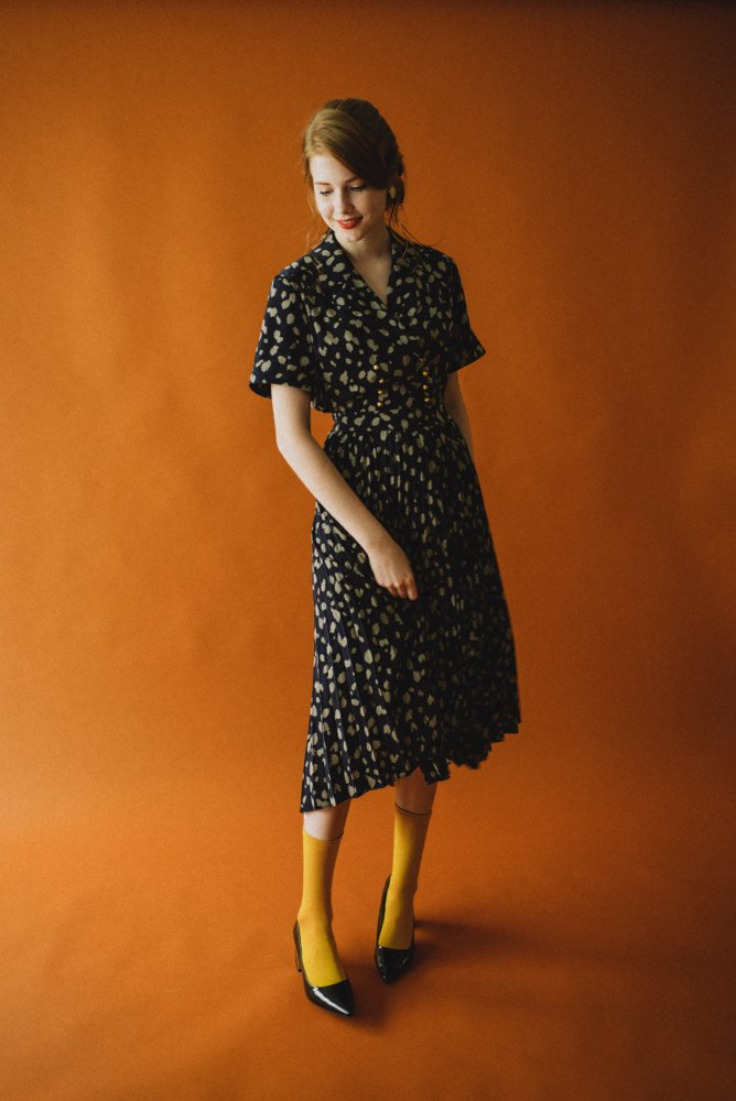 THE DALMATIAN PATTERN PLEATED DRESS (NAVY)