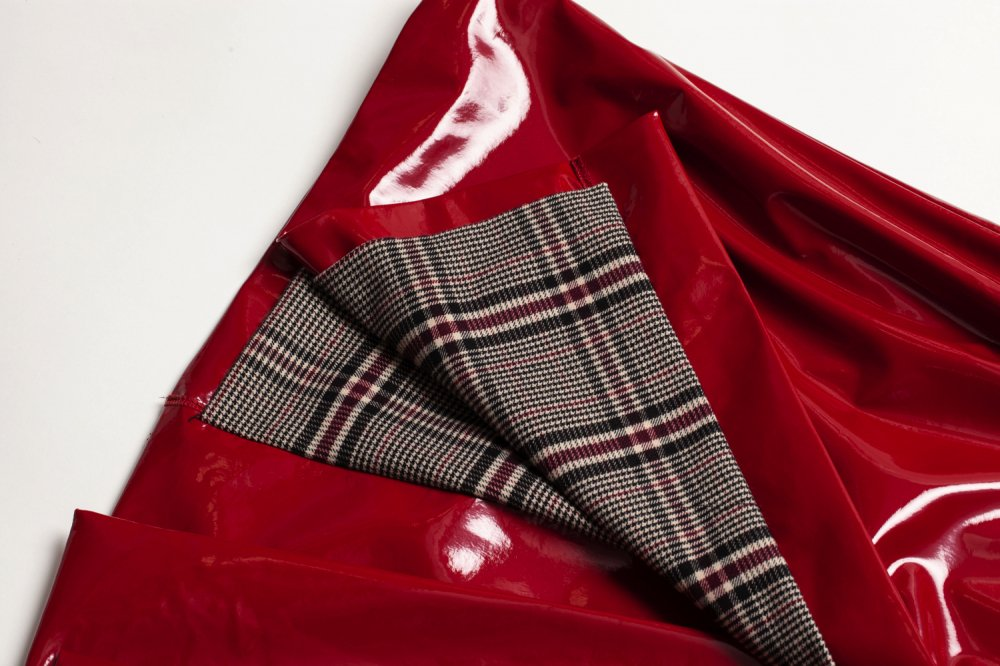 THE BORDEAUX RED VINYL LONG COAT<img class='new_mark_img2' src='https://img.shop-pro.jp/img/new/icons21.gif' style='border:none;display:inline;margin:0px;padding:0px;width:auto;' />