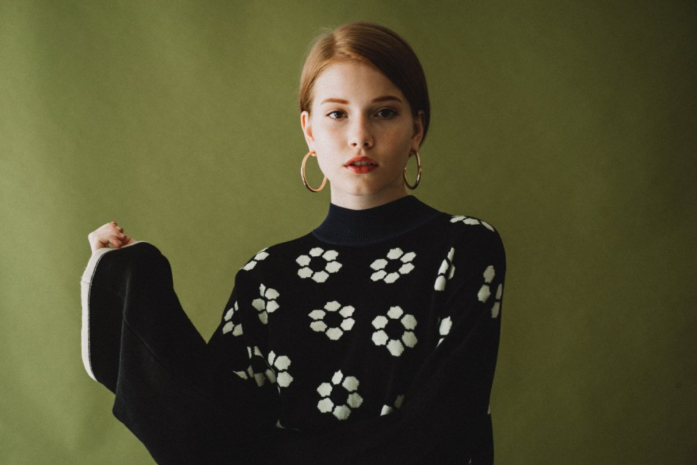 THE RETRO TILE MOTIF BIG SILHOUETTE KNIT (IVORY)<img class='new_mark_img2' src='https://img.shop-pro.jp/img/new/icons21.gif' style='border:none;display:inline;margin:0px;padding:0px;width:auto;' />