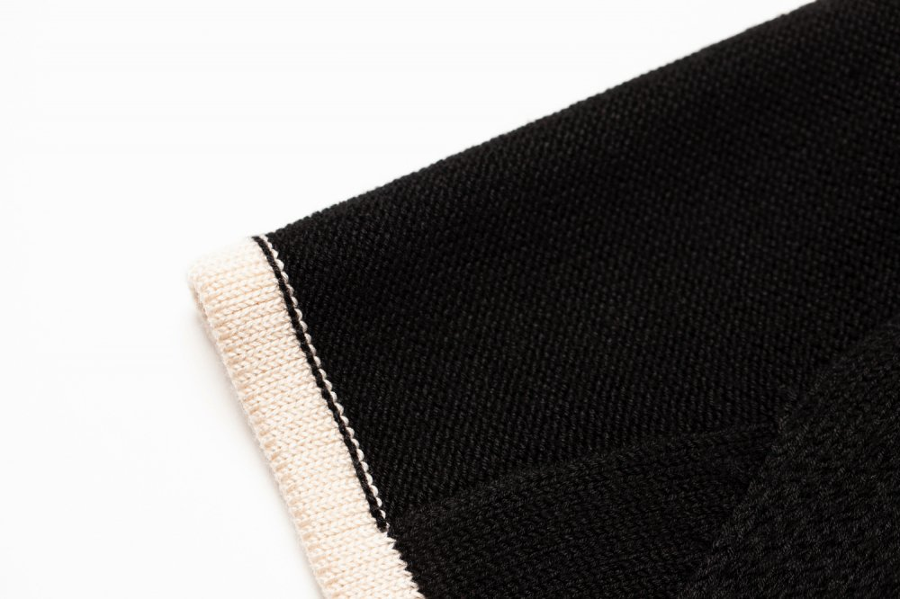 THE RETRO TILE MOTIF BIG SILHOUETTE KNIT (BLACK)