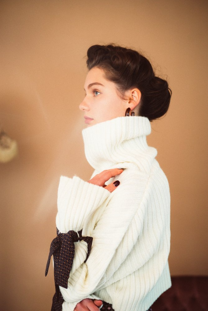 THE VINTAGE SCARF ACCENT RIB KNIT (OFF WHITE)