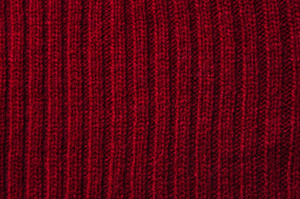 THE VINTAGE SCARF ACCENT RIB KNIT (WINE RED)