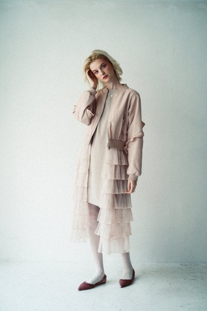 THE 2WAY TULLE PLEATED BLOUSON (PINK BEIGE)<img class='new_mark_img2' src='https://img.shop-pro.jp/img/new/icons21.gif' style='border:none;display:inline;margin:0px;padding:0px;width:auto;' />