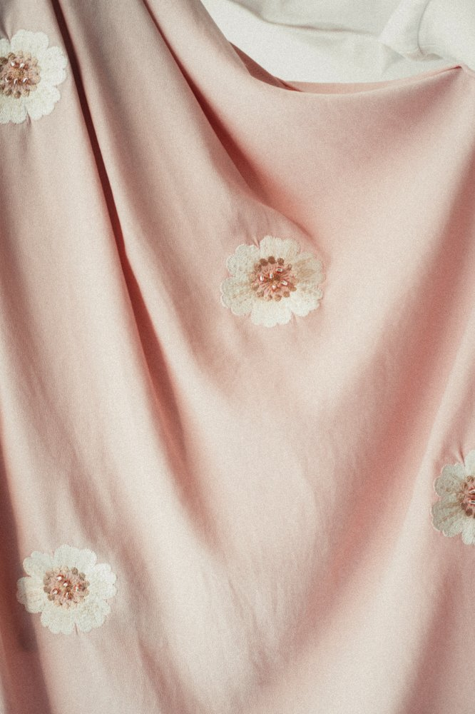 THE ORIGINAL EMBROIDERY PLEATED SKIRT (BEIGE)