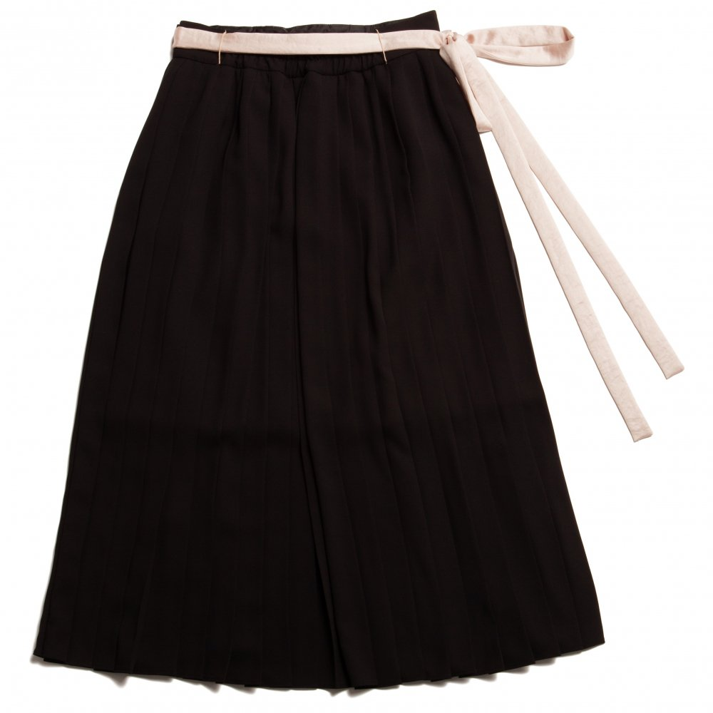 THE ORIGINAL EMBROIDERY PLEATED SKIRT (BLACK)