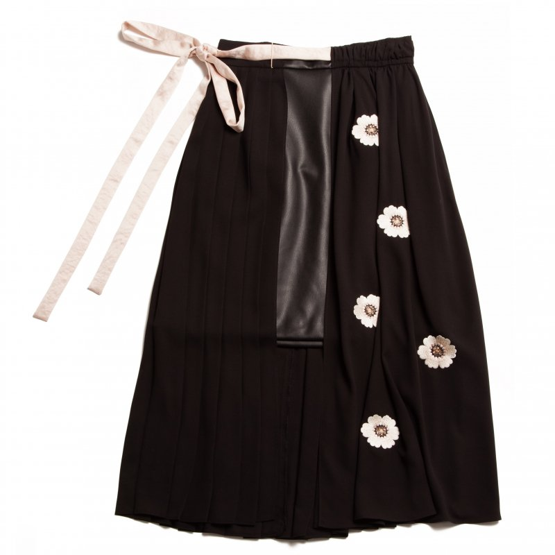 GYF TOKYO - THE ORIGINAL EMBROIDERY PLEATED SKIRT (BLACK)