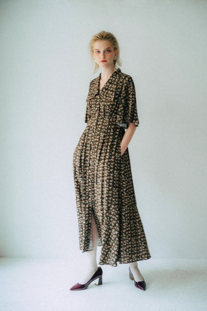 THE TRIANGLE COLLAR MAXI DRESS (FLOWER PATTERN)