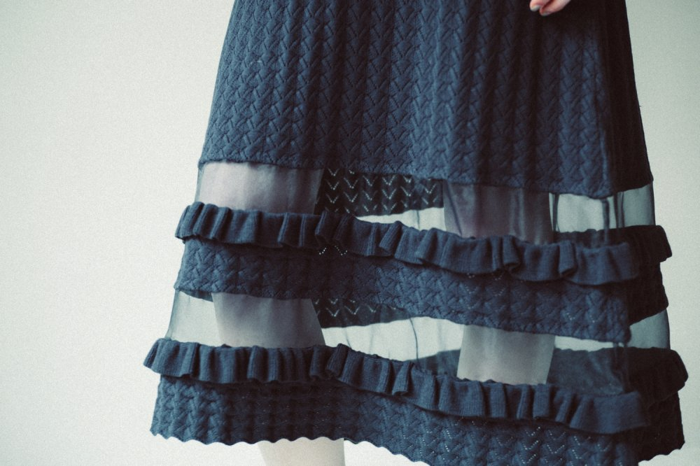 THE SEE-THROUGH SPRING KNIT FLARE SKIRT(NAVY)