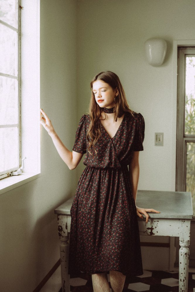 THE PETIT FLOWER CROSSOVER DRESS WITH SCARF (BLACK)