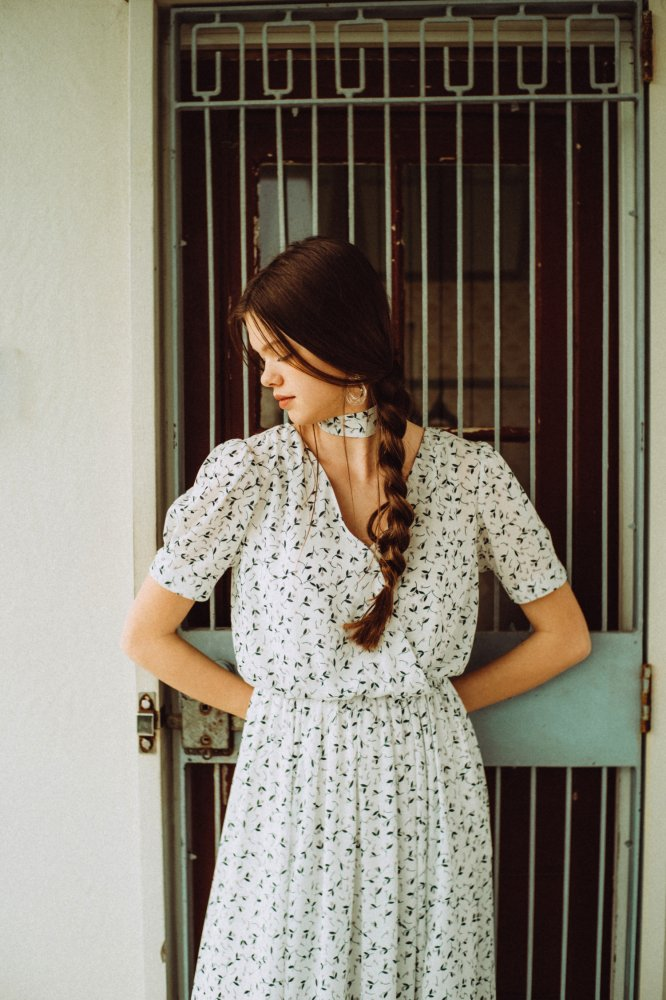THE PETIT FLOWER CROSSOVER DRESS WITH SCARF (WHITE)