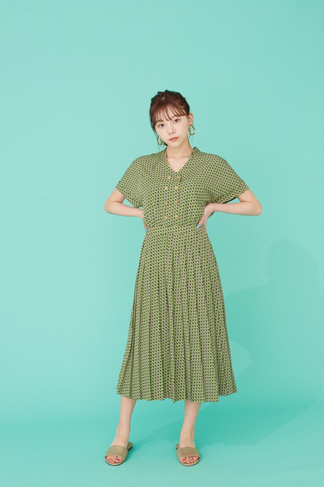 THE SQUARE PATTERN PLEATED DRESS (LIGHT GREEN)