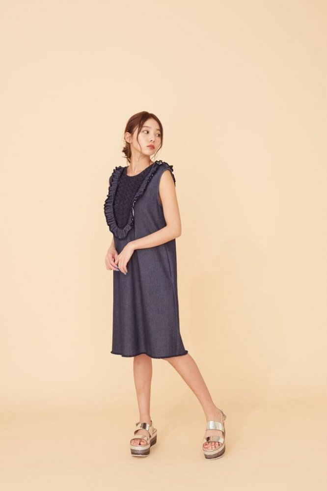 THE DENIM FRILL SLEEVELESS DRESS