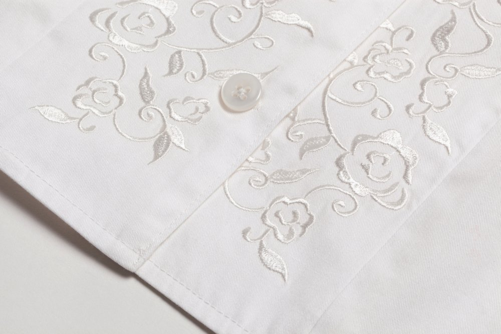THE BUCKLE SLEEVE EMBROIDERY TOPS(WHITE)