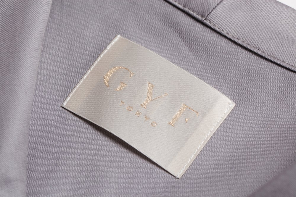 THE BUCKLE SLEEVE EMBROIDERY TOPS(GRAY)