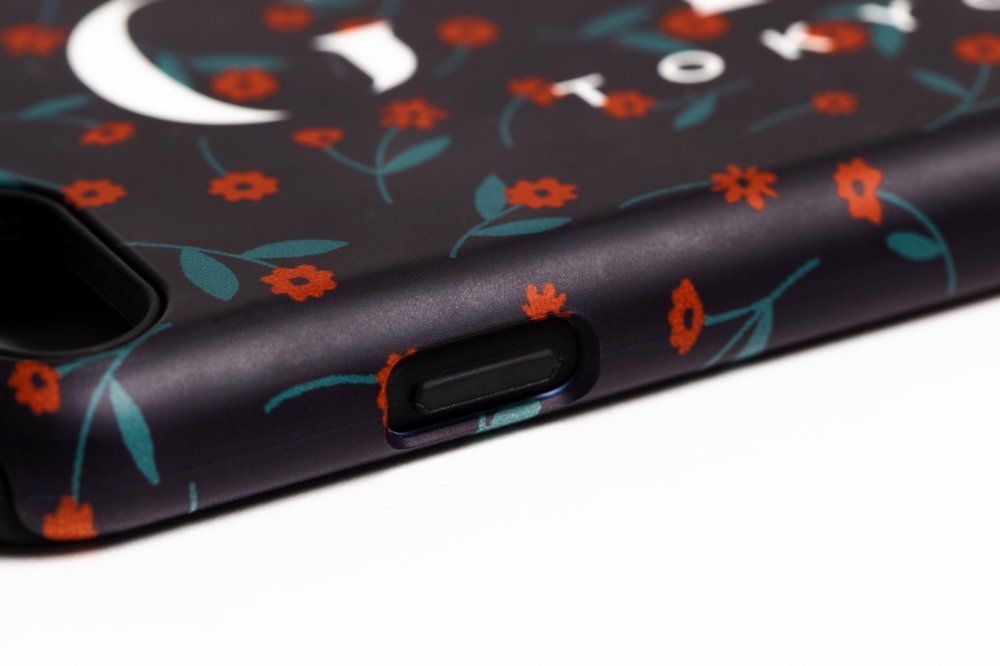 THE PETIT FLOWER IPHONE CASE