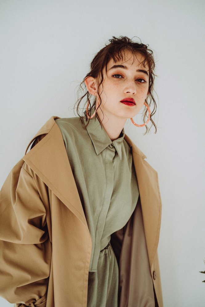THE OVERSIZED TRENCH COAT (BEIGE)<img class='new_mark_img2' src='https://img.shop-pro.jp/img/new/icons21.gif' style='border:none;display:inline;margin:0px;padding:0px;width:auto;' />