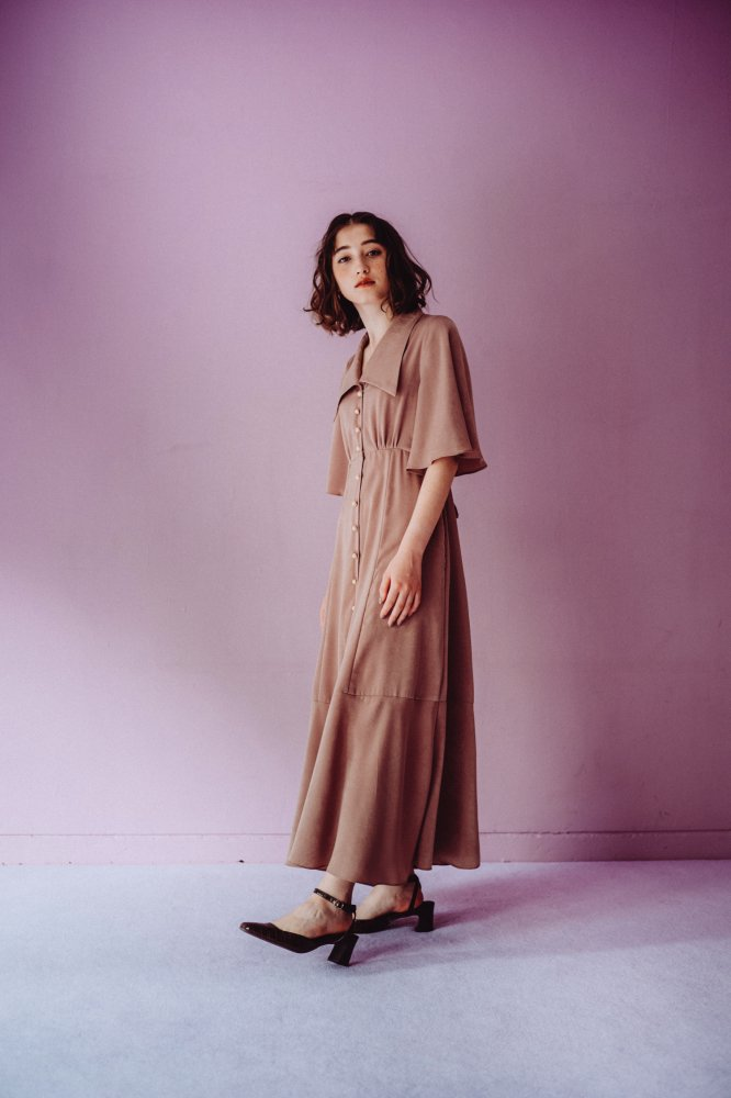 THE TRIANGLE COLLAR MAXI DRESS (BEIGE)
