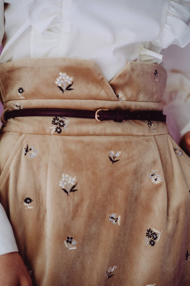 THE HIGH-WAISTED SKIRT WITH BELT (BEIGE)