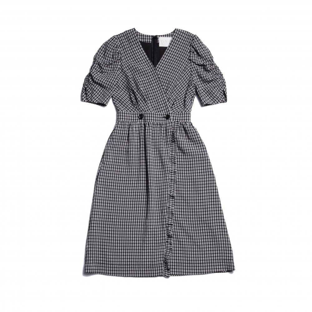 THE GINGHAM CHECK FRILL DRESS<img class='new_mark_img2' src='https://img.shop-pro.jp/img/new/icons21.gif' style='border:none;display:inline;margin:0px;padding:0px;width:auto;' />