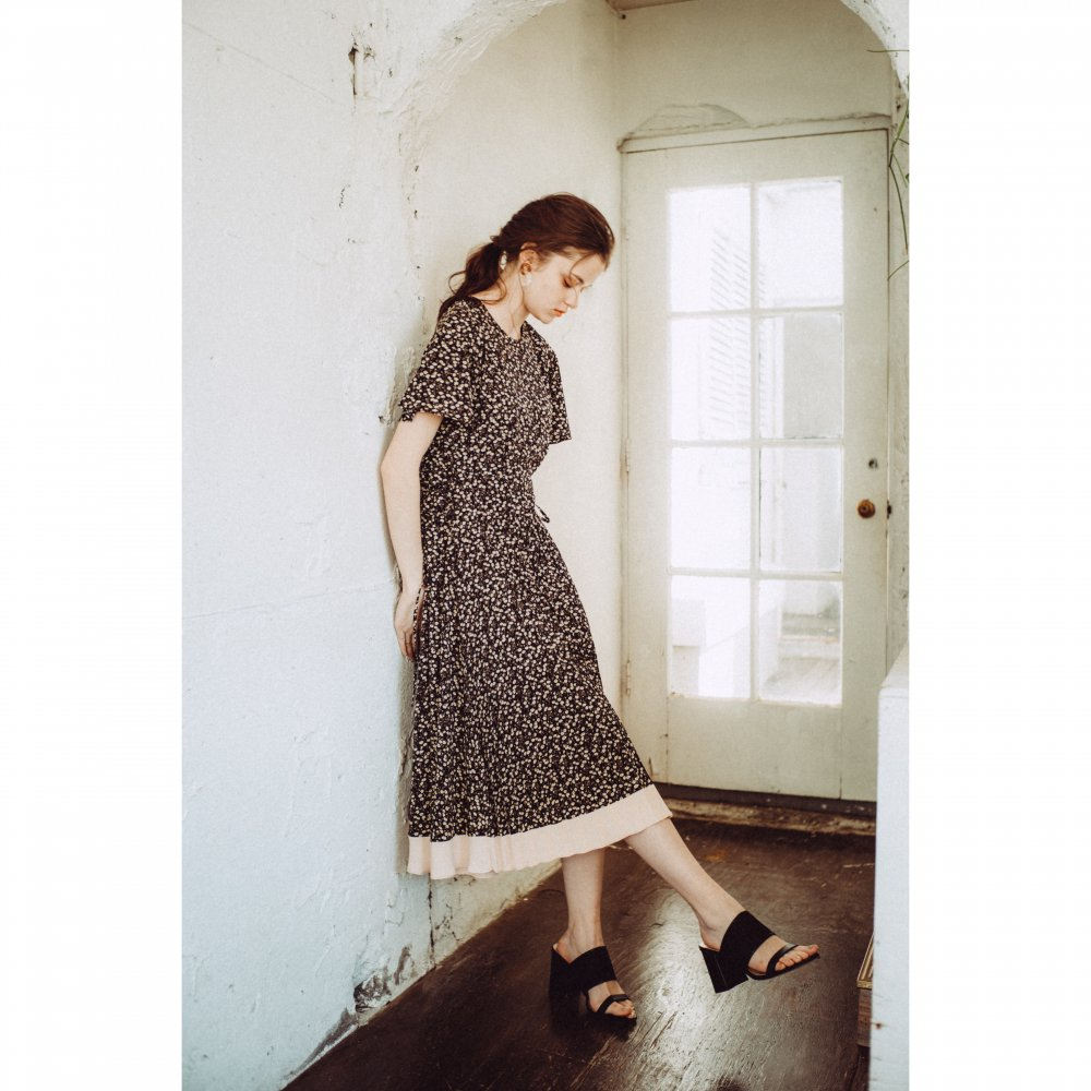 THE FLOWER PATTERN SIDE LACE-UP DRESS(BLACK)<img class='new_mark_img2' src='https://img.shop-pro.jp/img/new/icons21.gif' style='border:none;display:inline;margin:0px;padding:0px;width:auto;' />