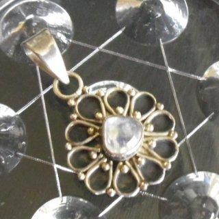 ペンダントトップ レインボームーンストーンAAA 花の形 925銀 シルバー