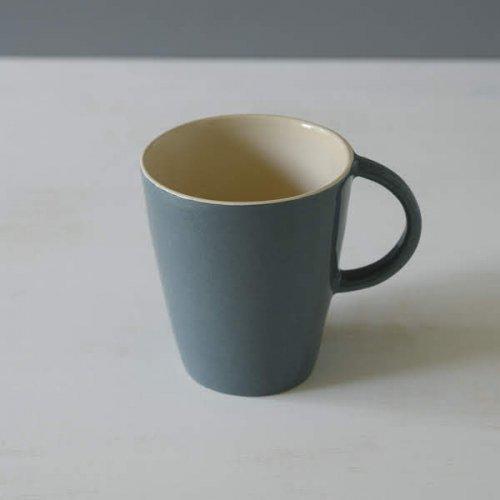 Brickett Davda<br>マグカップ  スレート