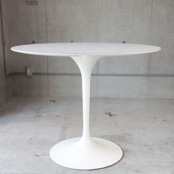 Pedestal Dinning Table