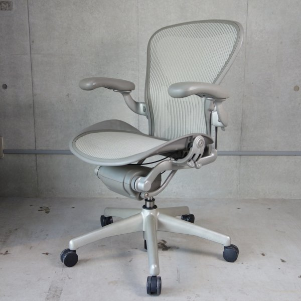 Aeron Chair ポスチャーフィットフル装備 Used<img class='new_mark_img2' src='https://img.shop-pro.jp/img/new/icons47.gif' style='border:none;display:inline;margin:0px;padding:0px;width:auto;' />