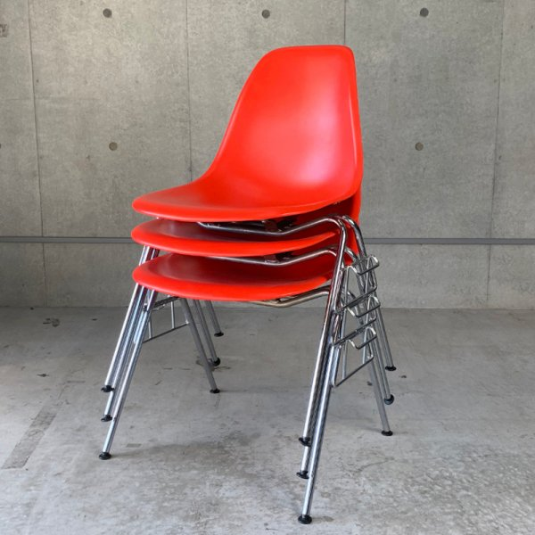 Eames Plastic Side Chair / DSS
