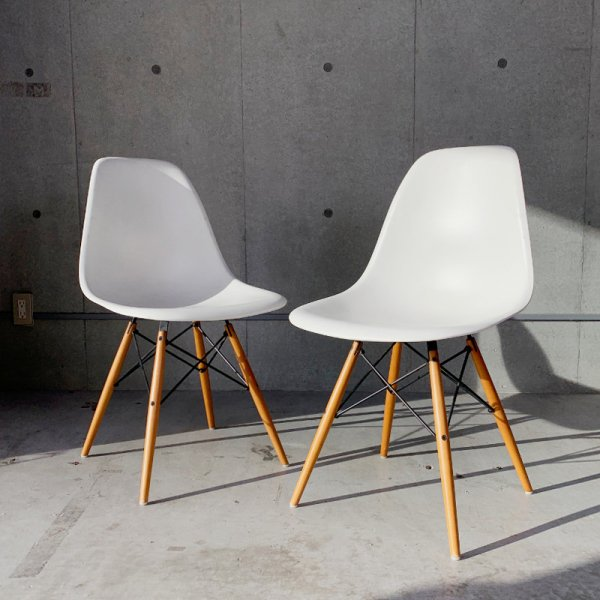 Eames Plastic Side Chair / DSW